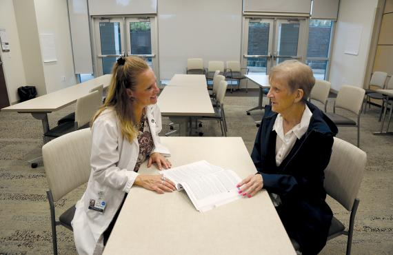 Dietitian talks with patient